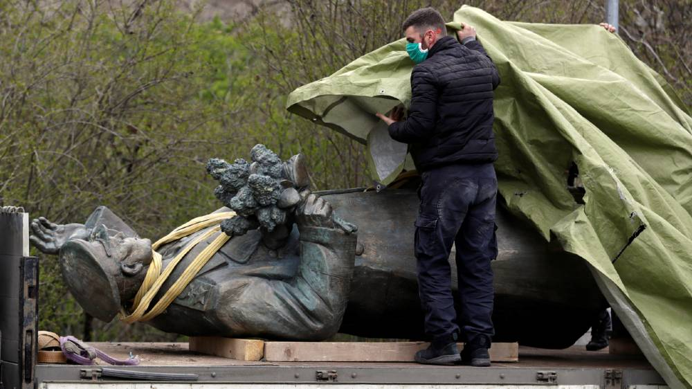 Removal of Soviet statue further strains Czech-Russian relations - aljazeera