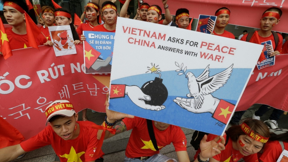 Philippines backs Vietnam after China sinks fishing boat - Al Jazeera English