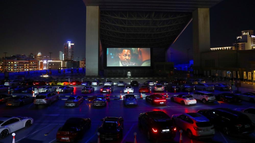 Cinéma en plein air au milieu de la flambée de maladie à coronavirus (COVID-19) à Dubaï