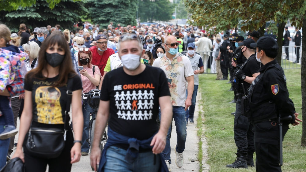 Bosnians rally against mass in Sarajevo for Nazi-allied soldiers thumbnail