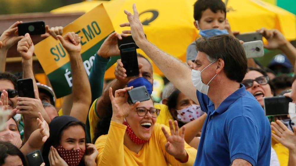 Selfie-snapping Bolsonaro defies coronavirus advice: Live updates thumbnail