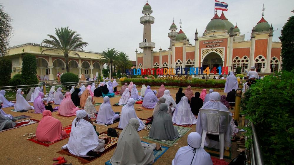 Eid al-Fitr celebrated under coronavirus lockdown: Live updates thumbnail