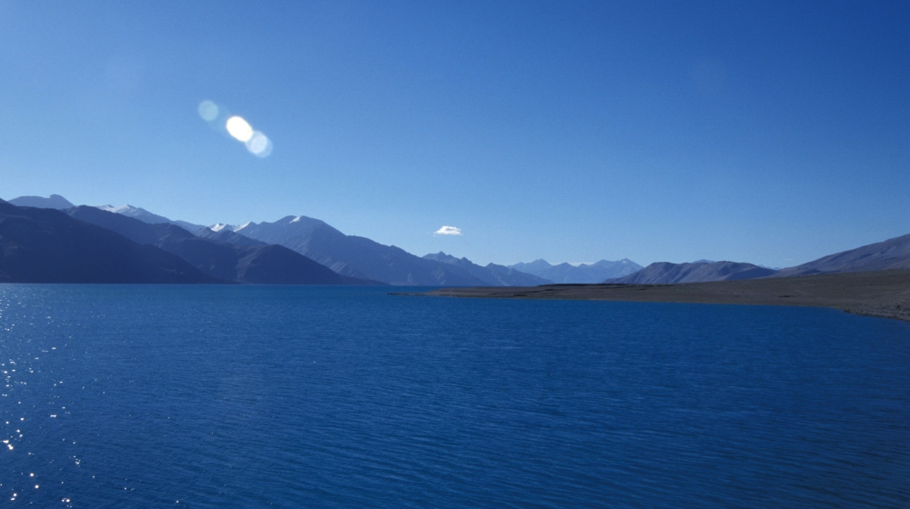 Pengong Tsu lake, on the border of India and China, Ladakh, Jammu & Kashmir, India. (Photo by: Ashok Nath/IndiaPictures/Universal Images Group via Getty Images)