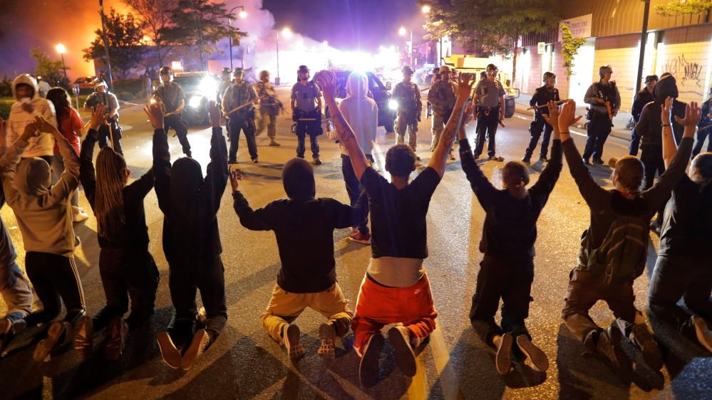 Protests spread across US as cop charged over George Floyd death thumbnail