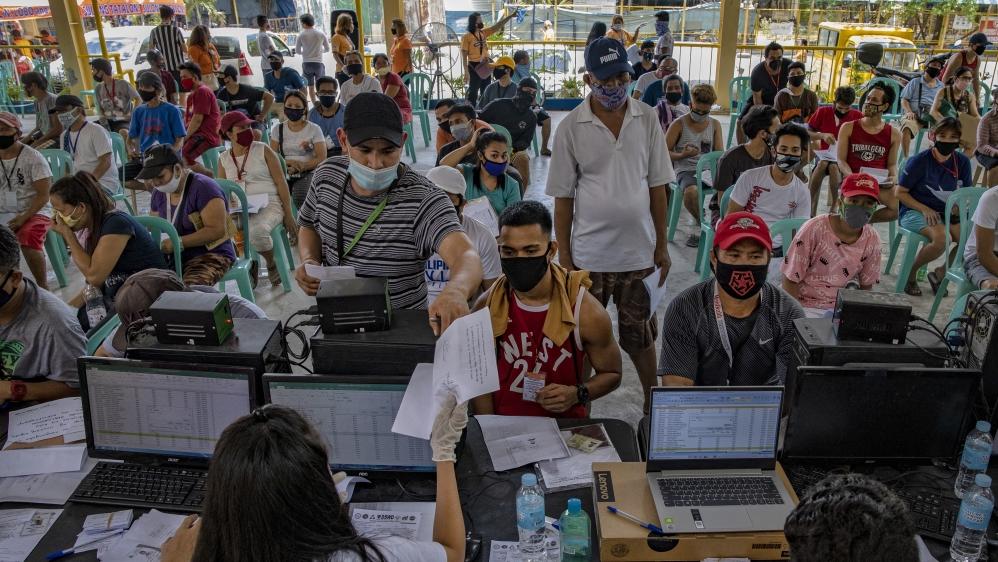 Filipinos Provide Government Giveaways Amid The Coronavirus Pandemic