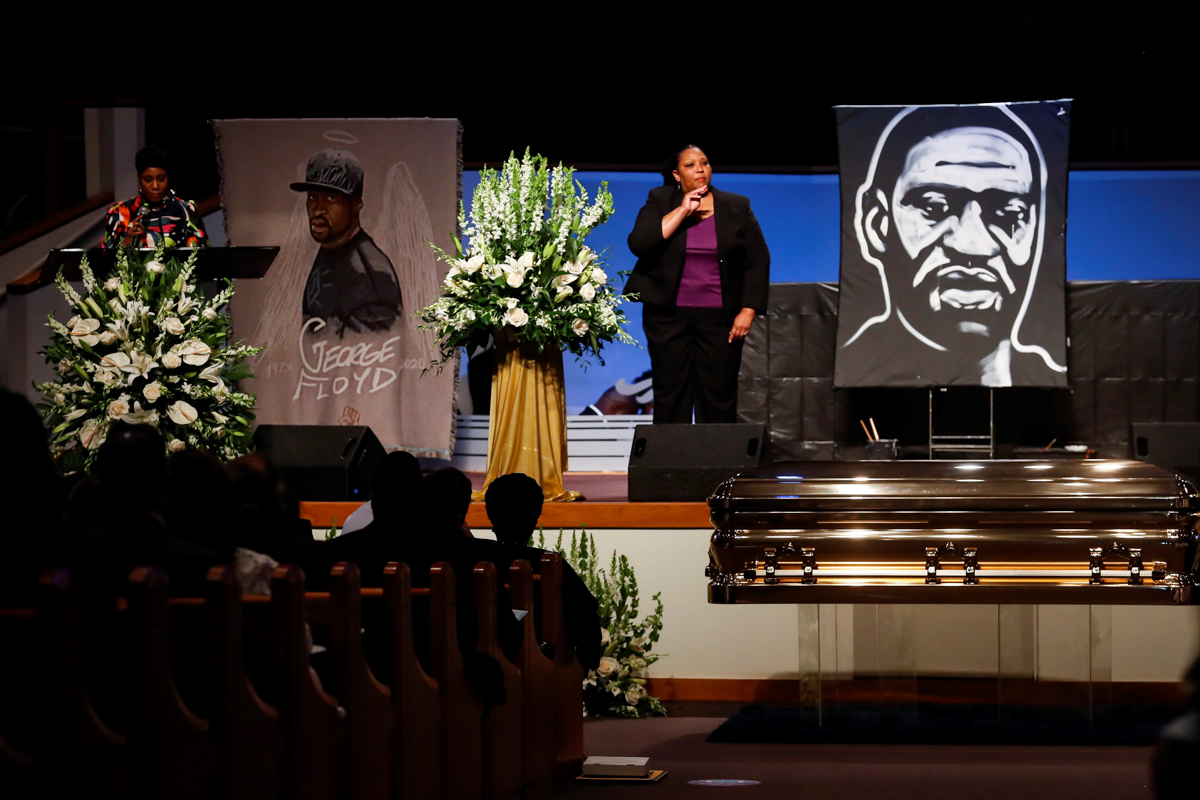 Ivy McGregor, a philanthropist and influencer, reads a resolution during the funeral. [Godofredo A. Vasquez/Pool via Reuters]
