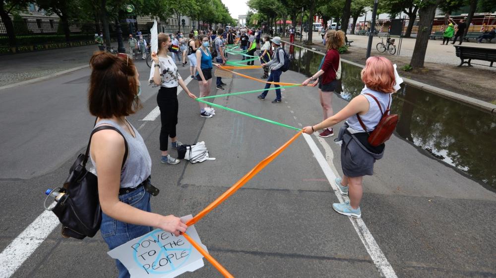Berlin human chain