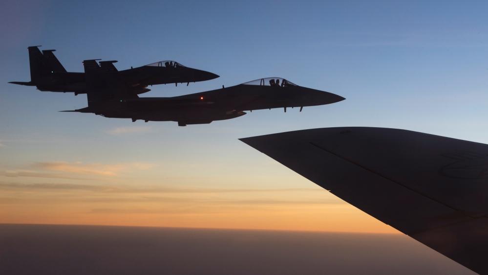 US fighter plane crashes off England's coast, pilot missing thumbnail