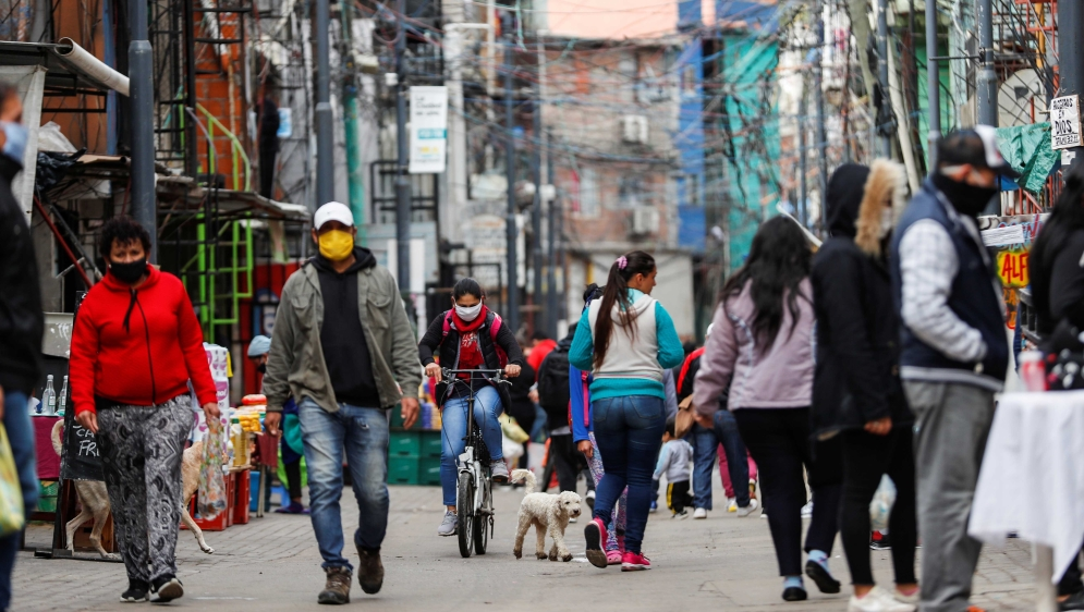 Argentina: COVID-19 cases spike as pandemic grips poor 'villas' thumbnail