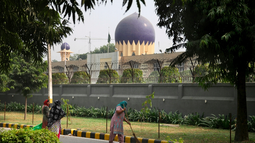 India, Pakistan to expel embassy staff in tit-for-tat spy dispute thumbnail