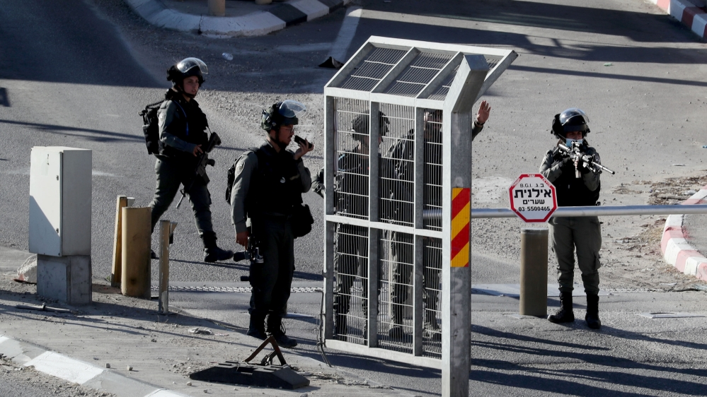 Israeli forces kill Palestinian at occupied West Bank checkpoint thumbnail