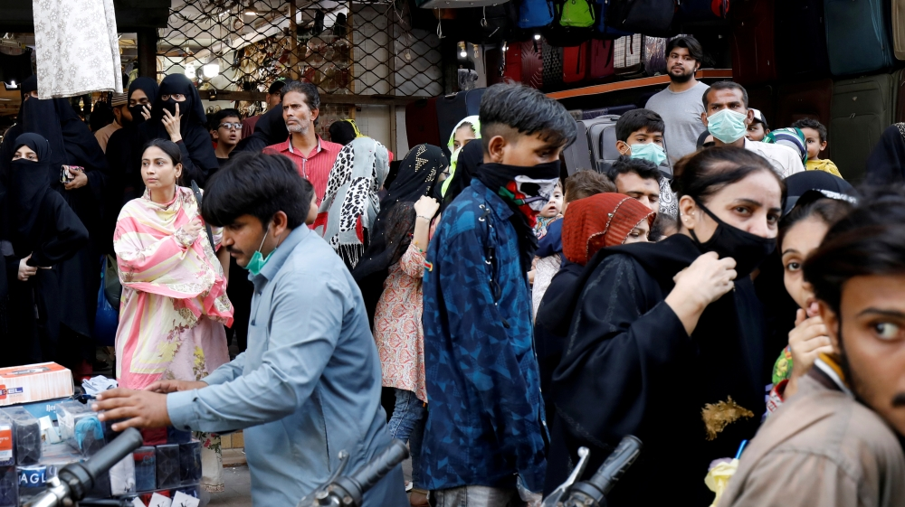 Easing COVID-19 lockdown in Karachi