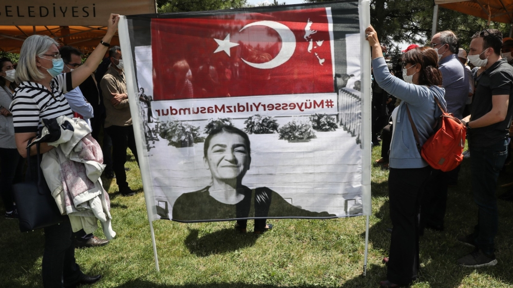 Turkey tries journalists accused of revealing state secrets thumbnail