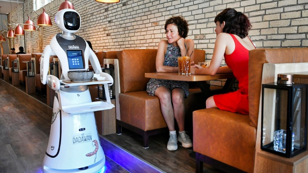 A robot serves in a Chinese restaurant to reduce the risk of spreading the coronavirus disease (COVID-19) in Maastricht, Netherlands, June 2, 2020. REUTERS/Piroschka van de Wouw
