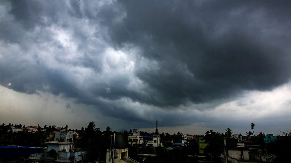 Lightning kills 33 as monsoon storms batter India thumbnail