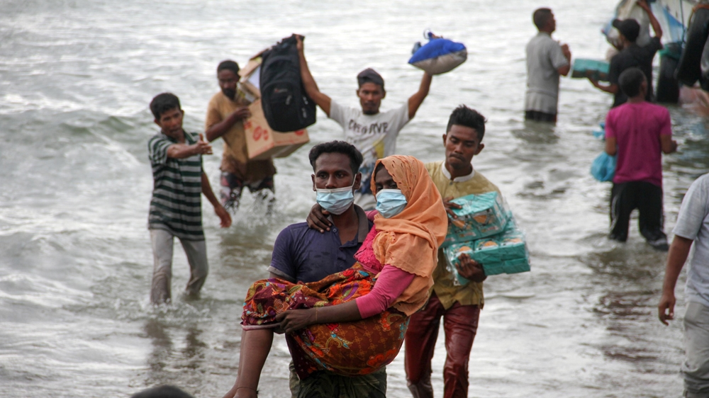 Acehnese took to the sea to rescue the Rohingya themselves [Rahmad/Antara Foto via Reuters]