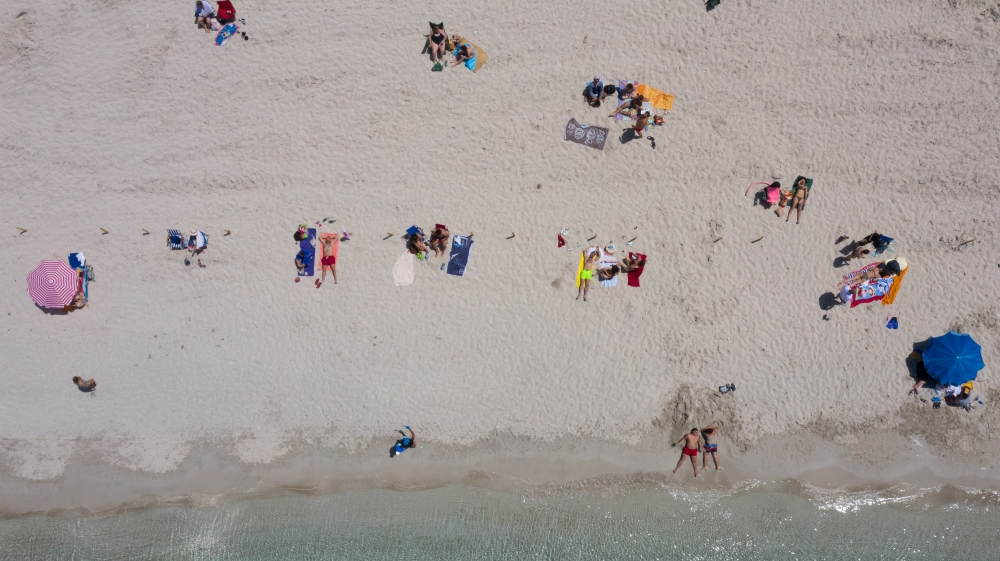 Beaches in Izmir during 1st weekend without restrictions since April 10