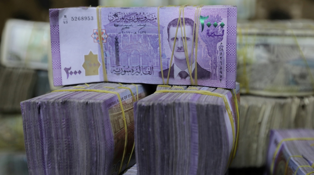 Syrian pounds are pictured inside an exchange currency shop in Azaz, Syria February 3, 2020. Picture taken February 3, 2020. REUTERS/Khalil Ashawi/File Photo