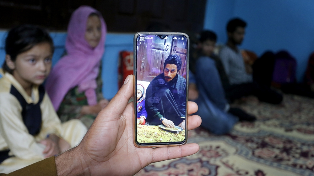 Why a rising variety of Kashmiri youth are selecting up weapons thumbnail