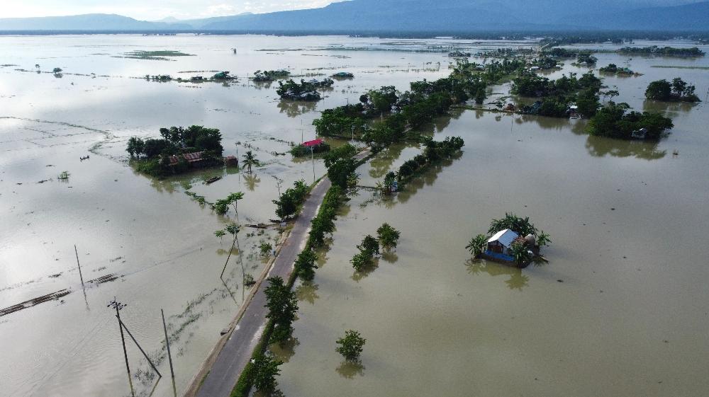 BANGLADEŞ-HİNDİSTAN-NEPAL-HAVA DURUMU-FLOOD Bu hava fotoğrafında sular altında kalan evler 14 Temmuz 2020'de Sunamgong'da görülüyor. Güney Asya'da neredeyse dört milyon insan muson taşkınları tarafından vuruldu
