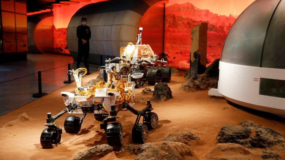 China launches space rocket in ambitious Mars landing mission