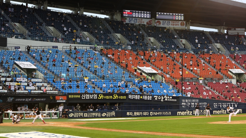 LG Twins v Doosan Bears