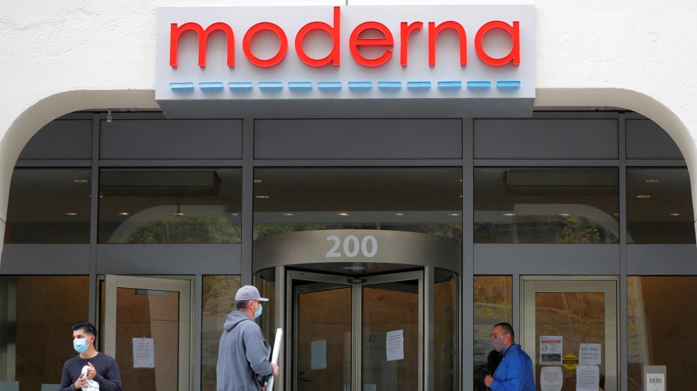 Moderna's COVID-19 vaccine candidate moves into late-stage trial thumbnail