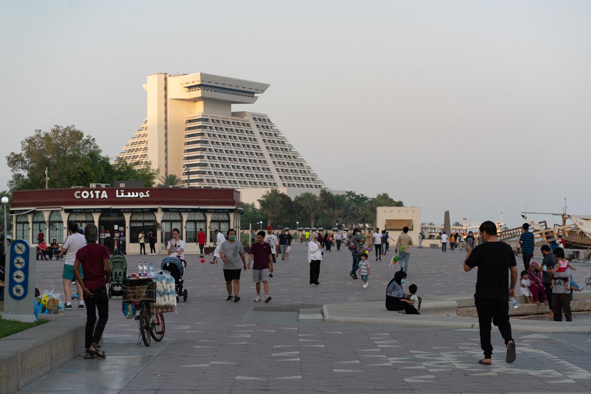 Le Qatar a le deuxième plus grand nombre d'infections parmi les États du Golfe après son voisin l'Arabie saoudite.  [Sorin Furcoi / Al Jazeera]
