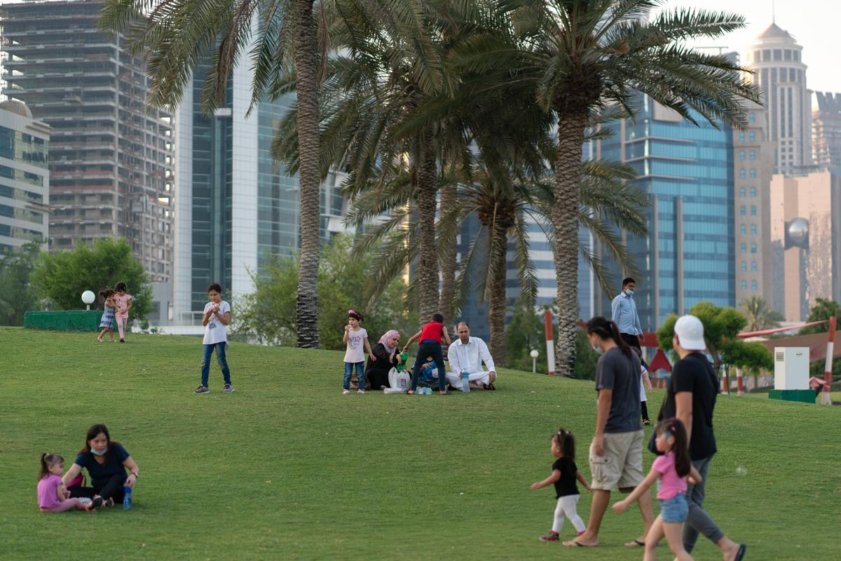 Le Qatar a également assoupli les restrictions d'accès aux parcs et aux mosquées.  [Sorin Furcoi / Al Jazeera]