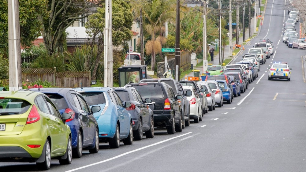 Motorists queue at a COVID-19 coronavirus testing centre in the suburb of Northcote in Auckland on August 12, 2020. New Zealand's dream run of 102 days without locally transmitted
