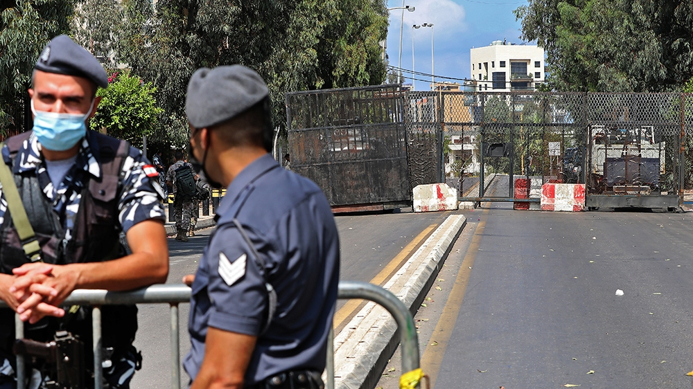 Lebanese security forces stand guard outside the UNESCO Palace in Beirut during a parliamentary session, on August 13, 2020. - Lebanon's parliament convened to approve a two-week state of emergency in