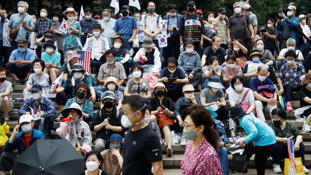 Anti-gov't protests in Seoul despite increasing coronavirus risk thumbnail