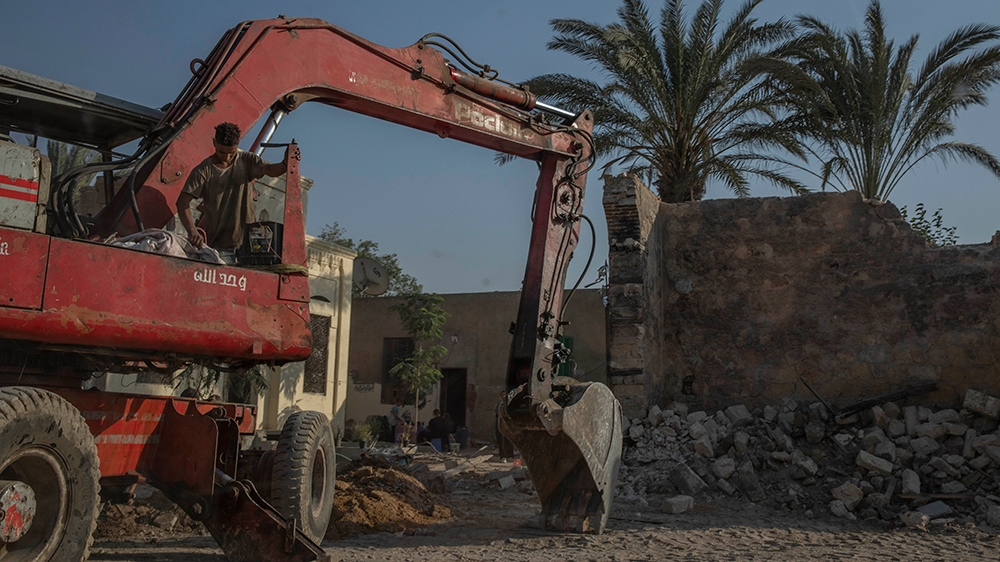 In Pictures: Highways threaten Cairo's historic City of the Dead thumbnail