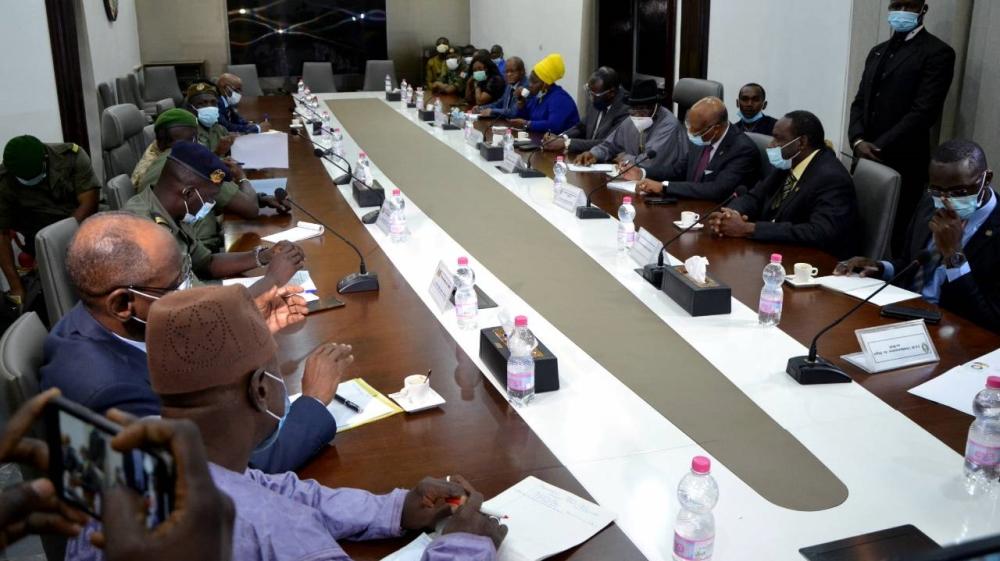 Mali coup leaders meet mediators seeking return to civilian rule – Al Jazeera English