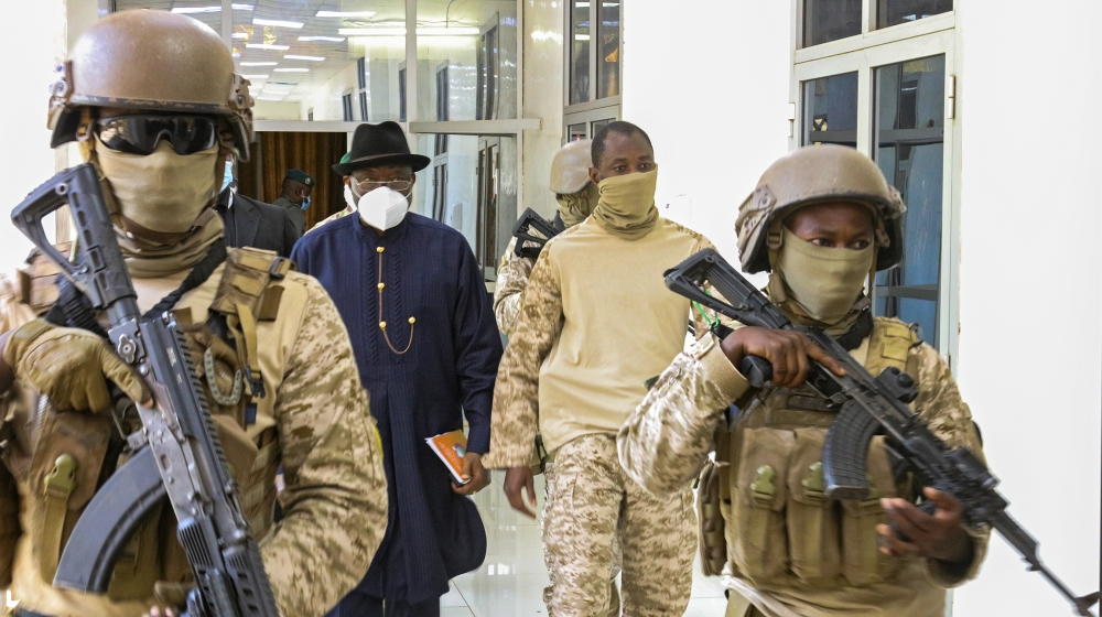 Talks between W Africa mediators Mali coup leaders enter 2nd day – Al Jazeera English