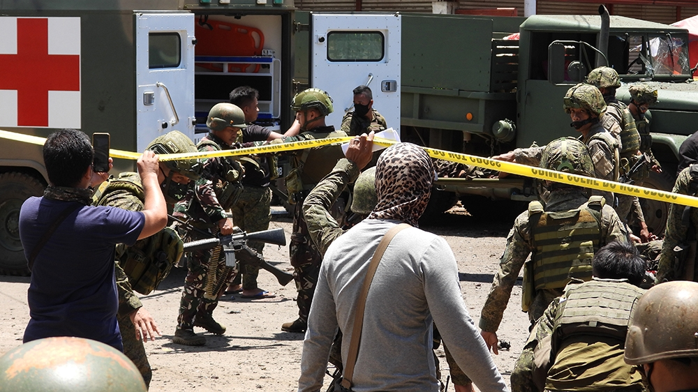 EDITORS NOTE: Graphic content / Military personnel stretcher away some of the victims after an improvised bomb exploded next to a military vehicle in the town of Jolo on Sulu island on August 24, 2020