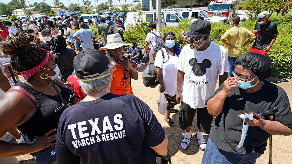 Texas entrega máscaras a los evacuados del huracán Laura