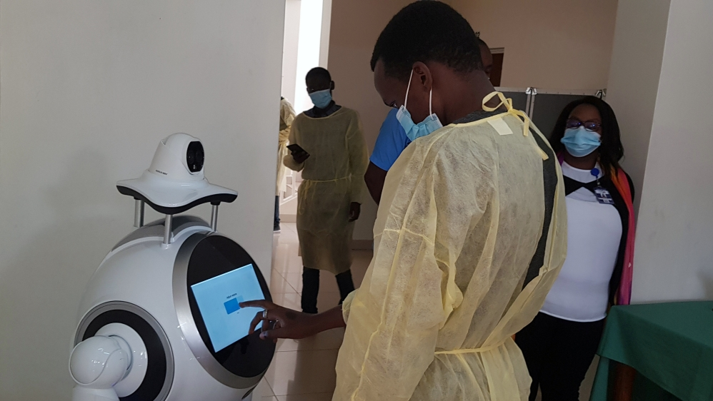 Robot demonstration at COVID-19 treatment centre in Kigali