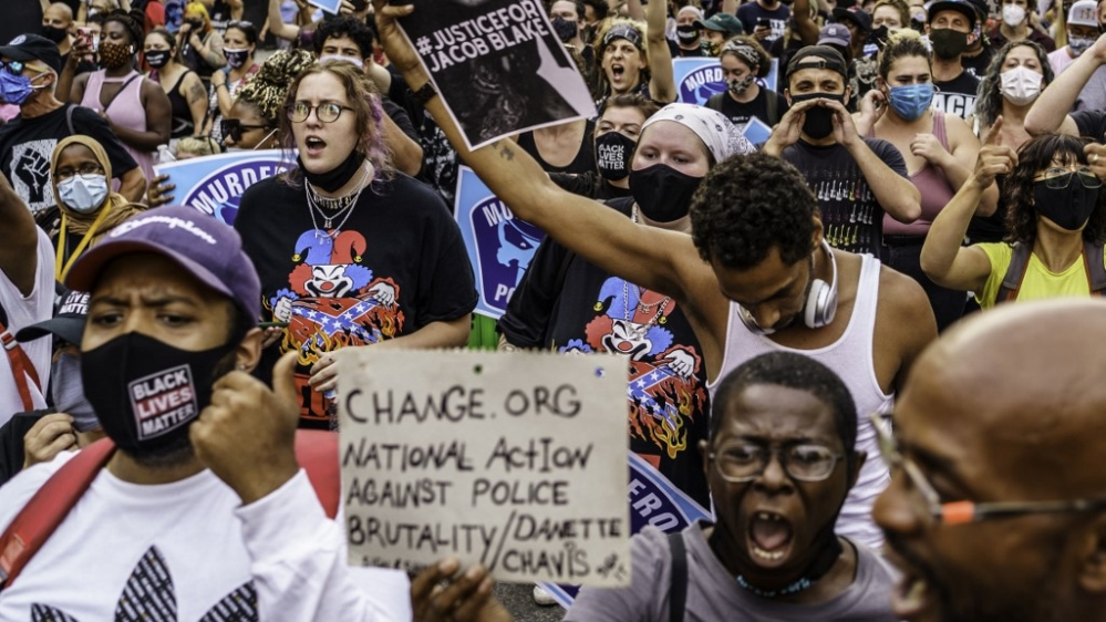 Calm in Kenosha, violence in Minneapolis as protests continue thumbnail