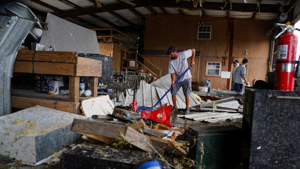 Hurricane Laura: Thousands lack power, water as clean-up begins thumbnail