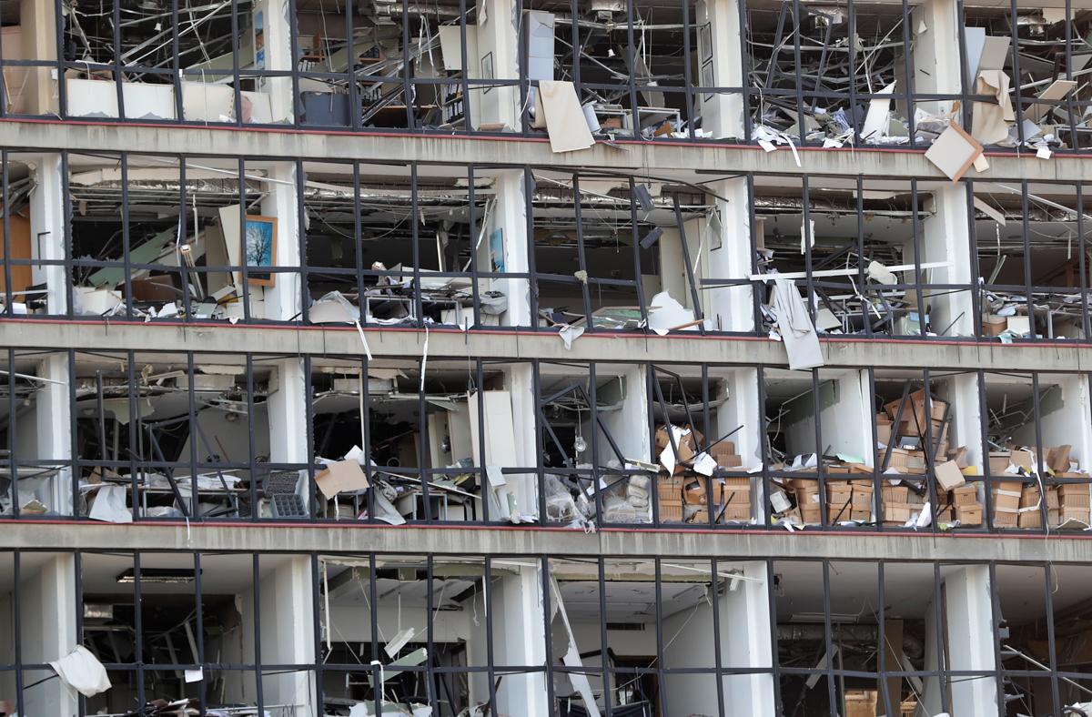 Një fasadë e dëmtuar pas shpërthimit të së martës në portin në Beirut në kryeqytetin e Libanit.  [Anwar Amro / AFP]