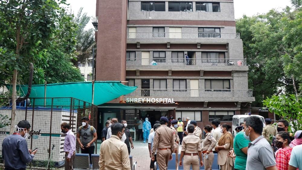 Fire kills coronavirus patients in Indian hospital thumbnail