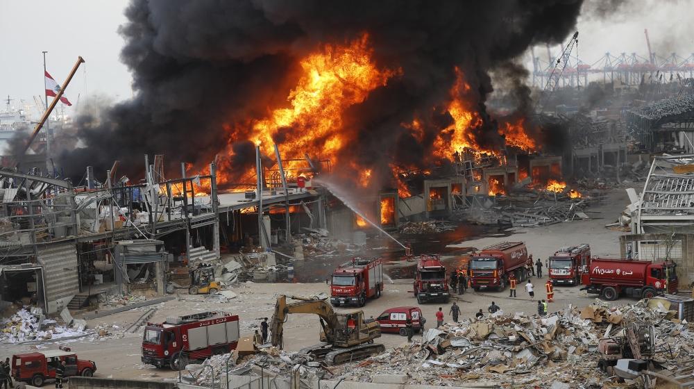 Kebakaran terjadi di pelabuhan di Beirut, Lebanon, Kamis, 10 September 2020. Kebakaran besar terjadi pada hari Kamis di Pelabuhan Beirut, memicu kepanikan di antara penduduk yang trauma oleh ledakan besar-besaran bulan lalu.