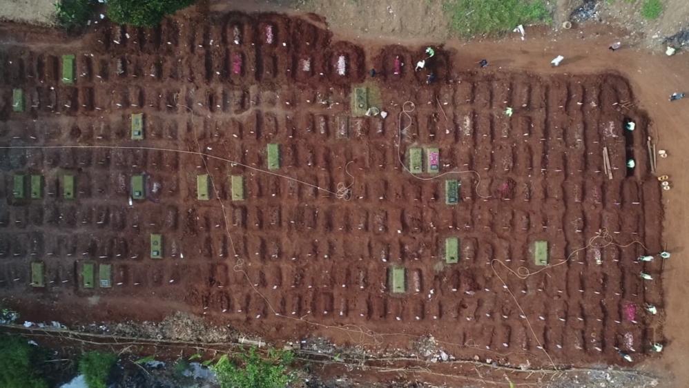 Jakarta cemeteries [Fakhrur Rozi/Al Jazeera]