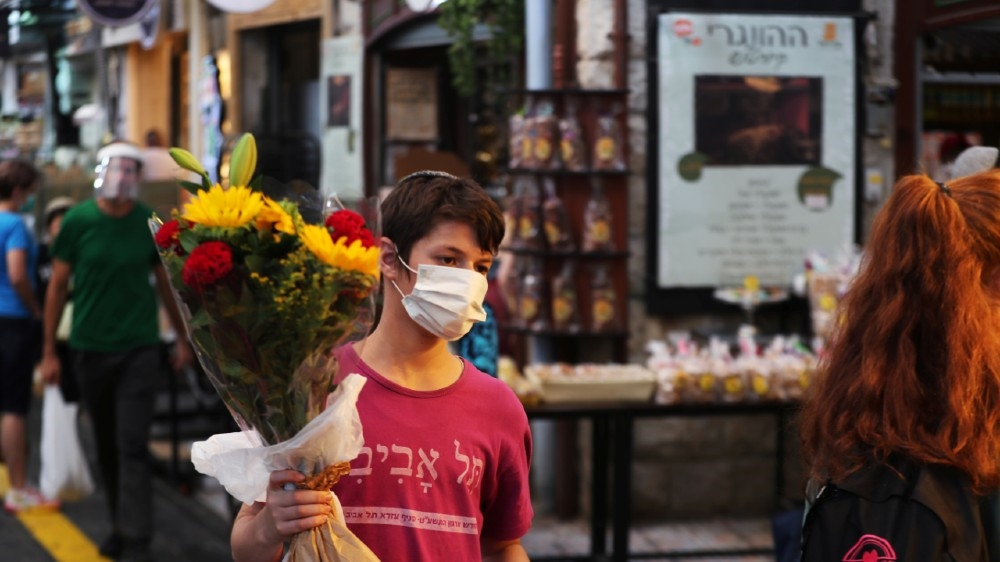 Israel goes into second coronavirus lockdown: Live news