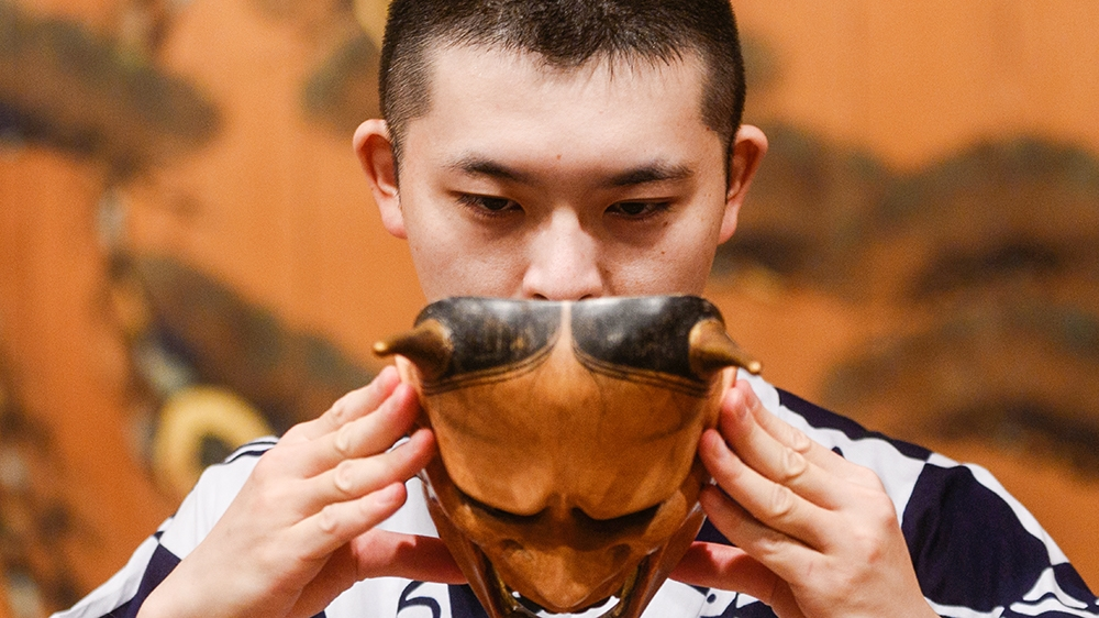 In Pictures: Can Japan's ancient Noh theatre survive coronavirus? thumbnail