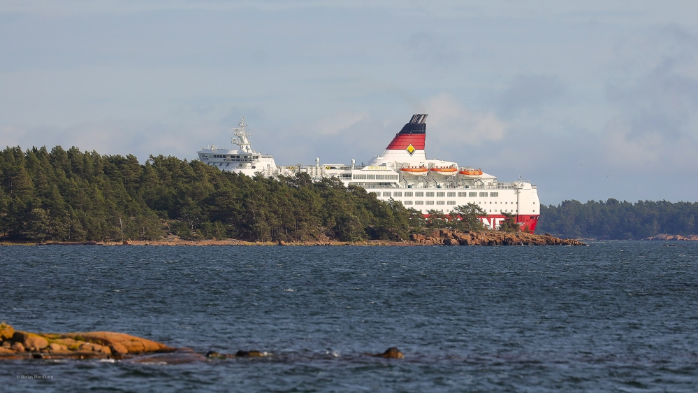 Finnish cruise ship runs aground in Baltic Sea thumbnail