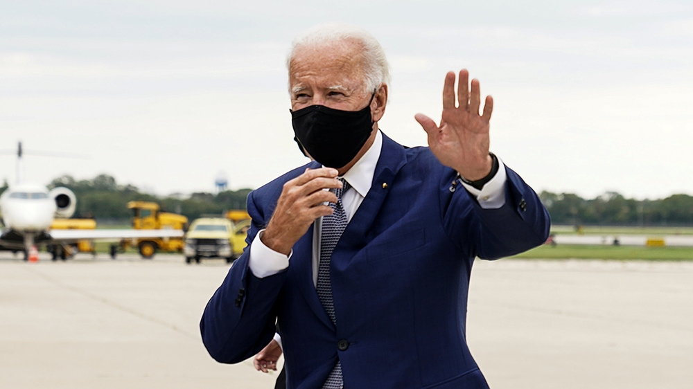 Democratic presidential nominee and former Vice President Joe Biden waves as he arrives at Milwaukee Mitchell International Airport in Milwaukee, Wisconsin, U.S., September 3, 2020. REUTERS/Kevin Lama