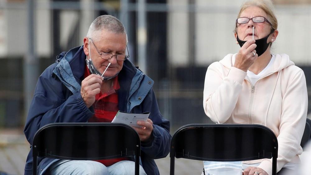 Fears Britons abandoning social distancing as COVID-19 cases jump – Al Jazeera English