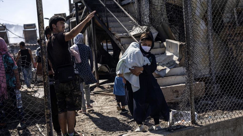 Thousands of refugees homeless after fire destroys Moria camp thumbnail